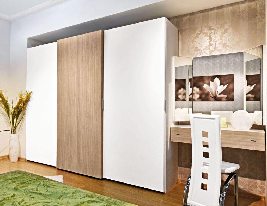 Раздвижные двери могут декорироваться под имитацию дерева