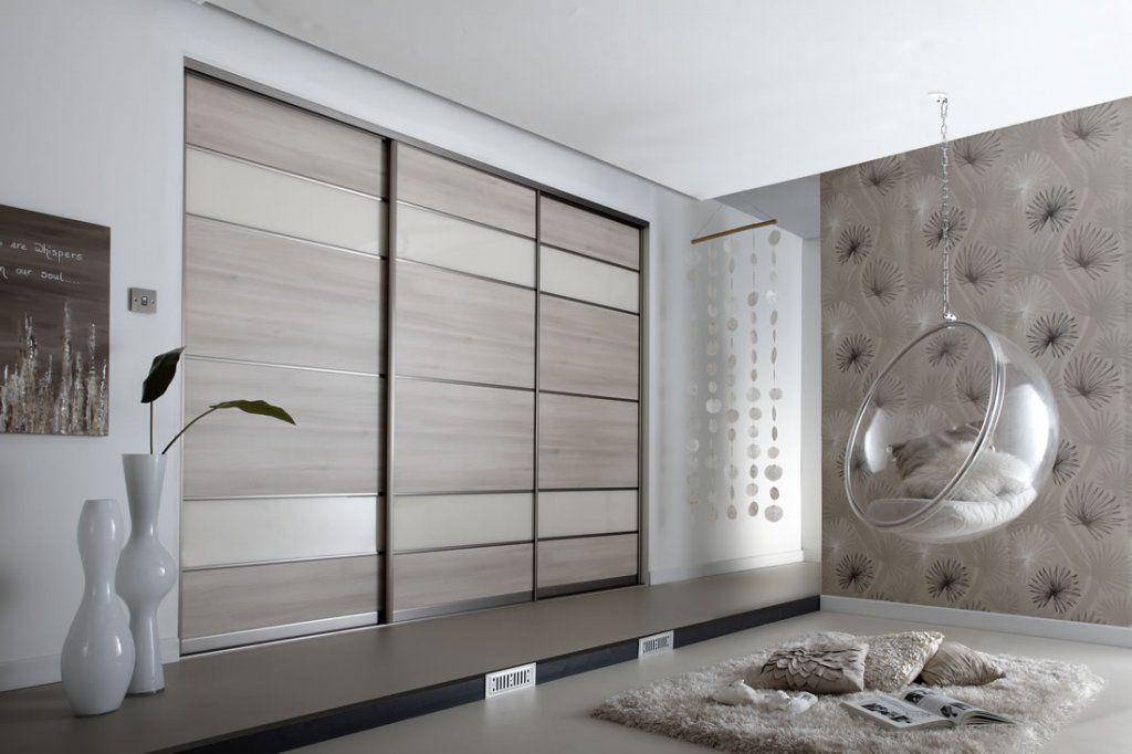 Декорирование в стиле хай-тек предполагает использование белого, серого или черного цвета