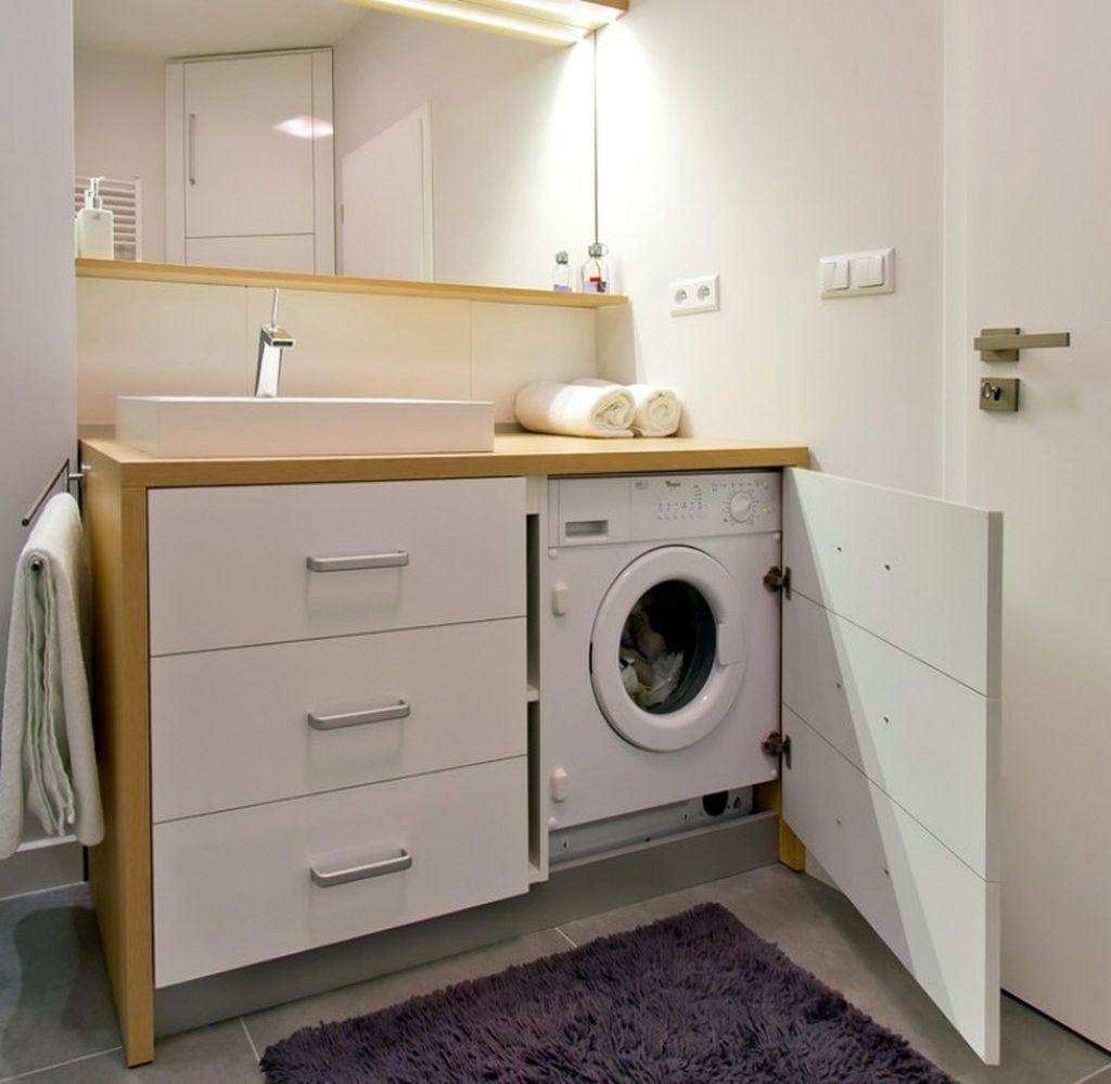 Чтобы сэкономить место для стиральной машины можно использовать специальную тумбу