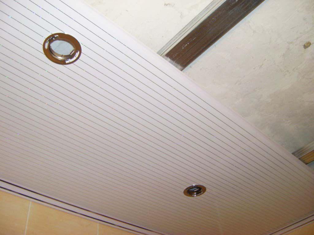 Панели из ПВХ легко установить на потолок даже самому