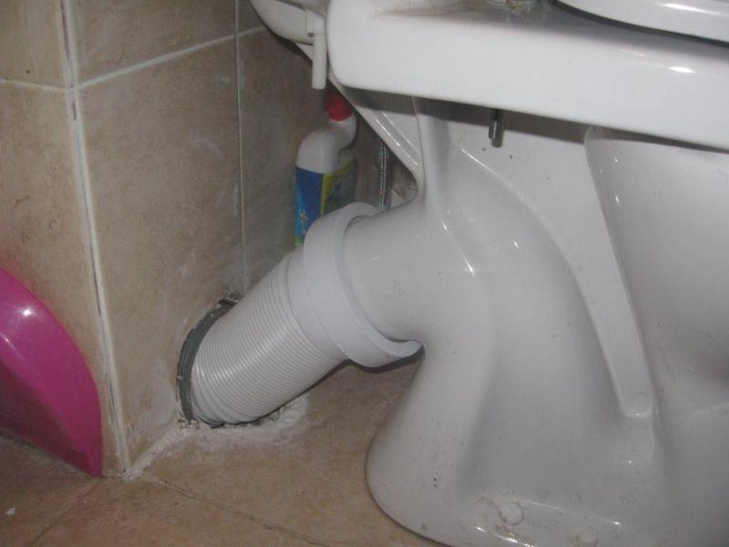 От качественно выполненного подключения к канализации зависит герметичность соединения