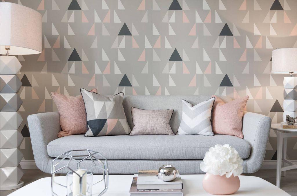 Стены можно оклеить обоями с простым принтом