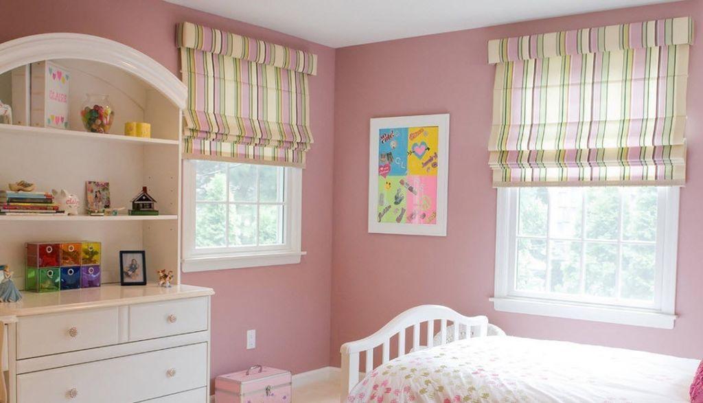 Какие рулонные шторы лучше всего повесить в детской