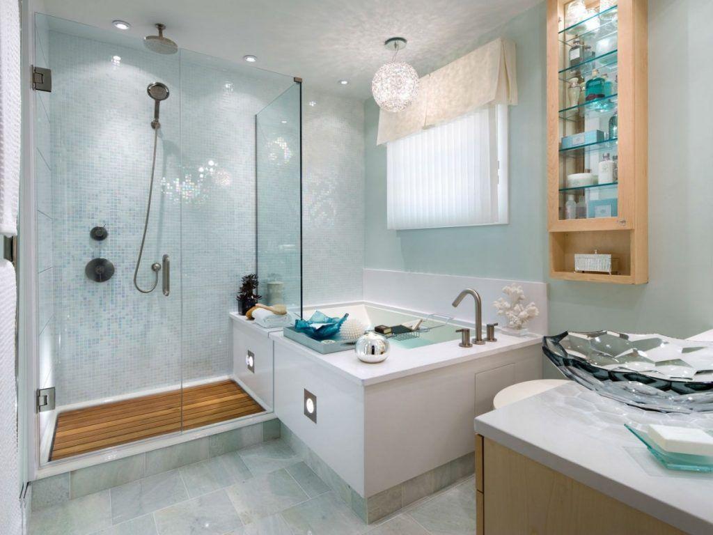 При наличии места можно обустроить ванную и кабинку в одном помещении