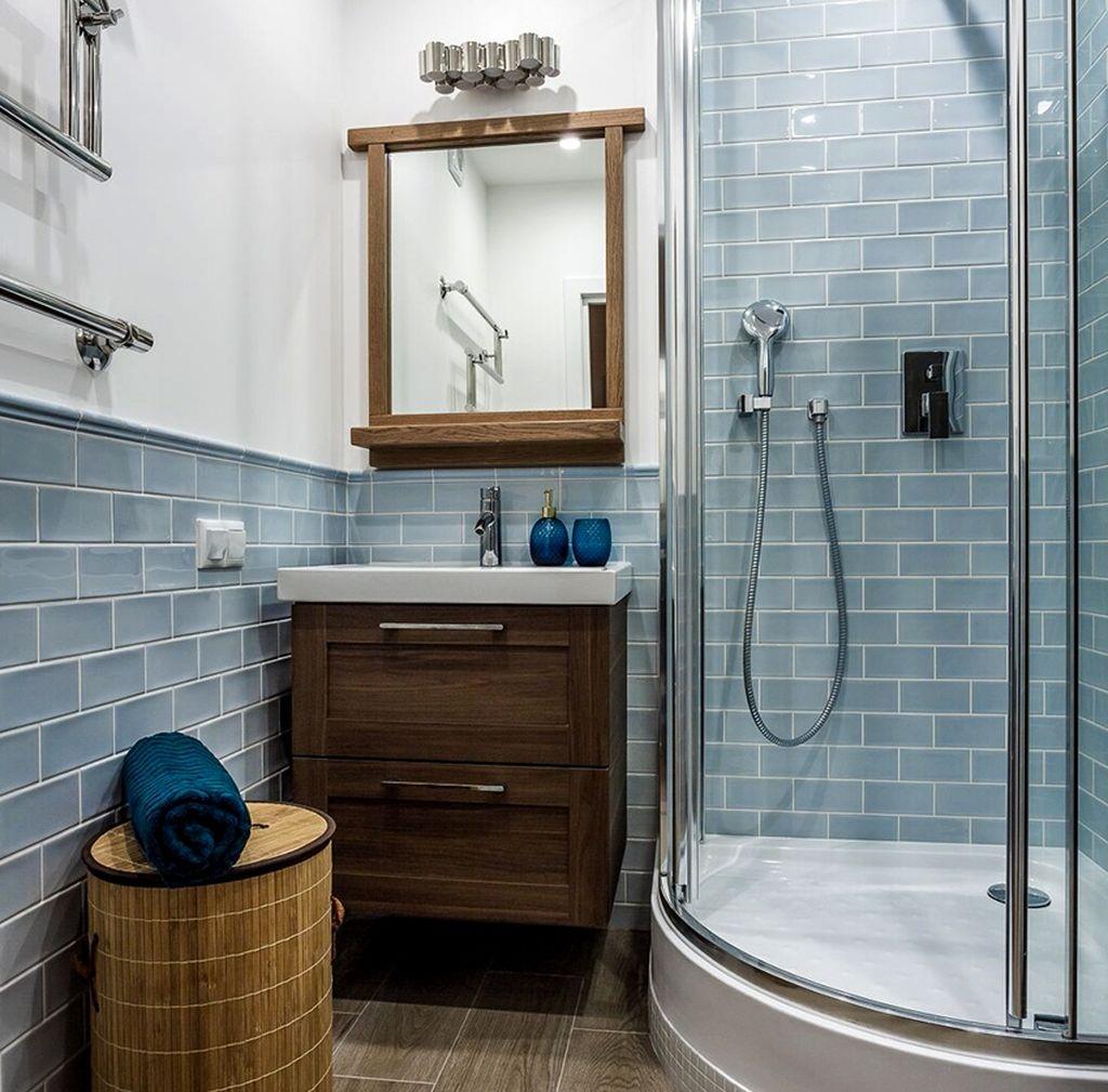 Душевая кабинка открытого типа подходит при отделке ванной плиткой