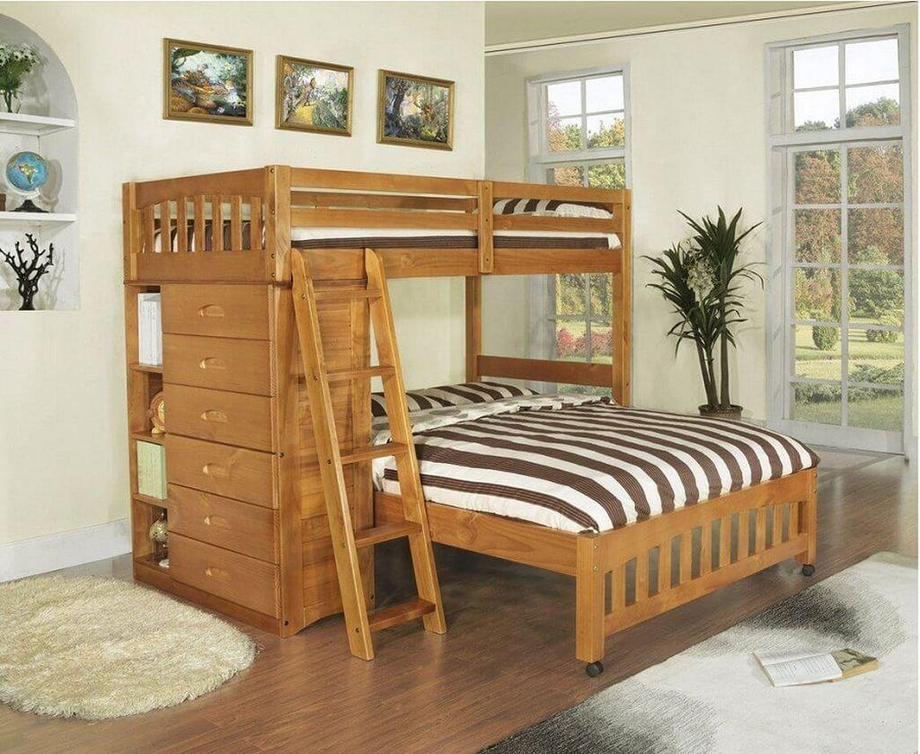 Кровать для взрослых внизу, и наверху - для ребенка