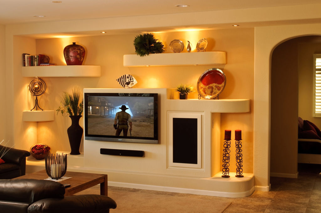 На гипсокартонной стене можно легко проложить специальный канал, в который удастся спрятать кабель