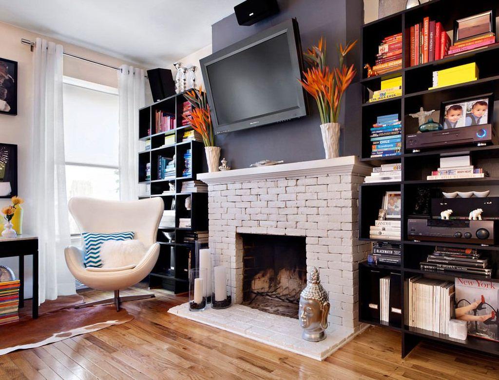 Декоративный камин может являться центральным местом в гостиной