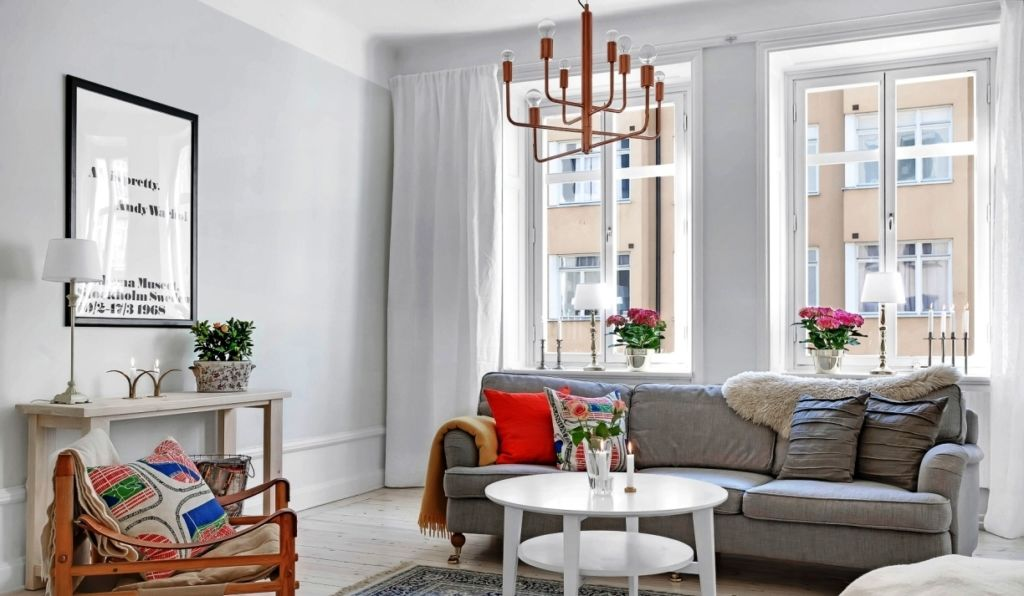 При оформлении комнаты небольших размеров необходимо выбирать светлые оттенки