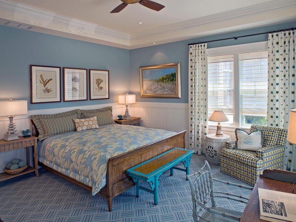 """В стиле прованс или кантри очень хорошо будет смотреться кровать с отделкой """"под старину"""""""