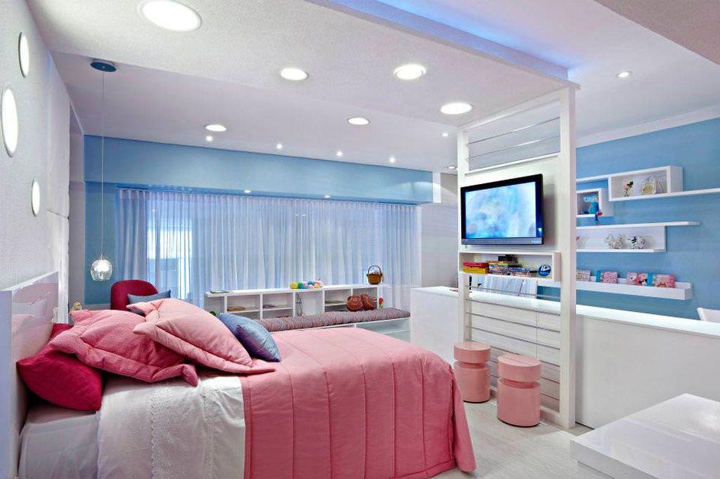 Голубая спальня с розовыми оттенками подойдет девушкам или женщинам