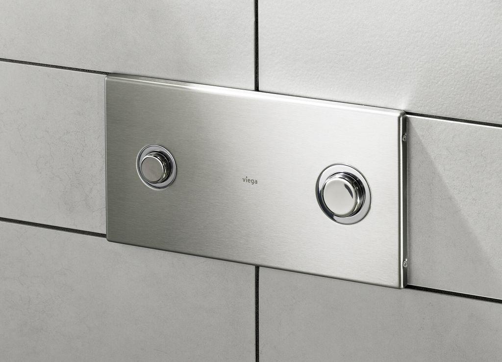 Панель с кнопкой позволяет выбирать мощность слива
