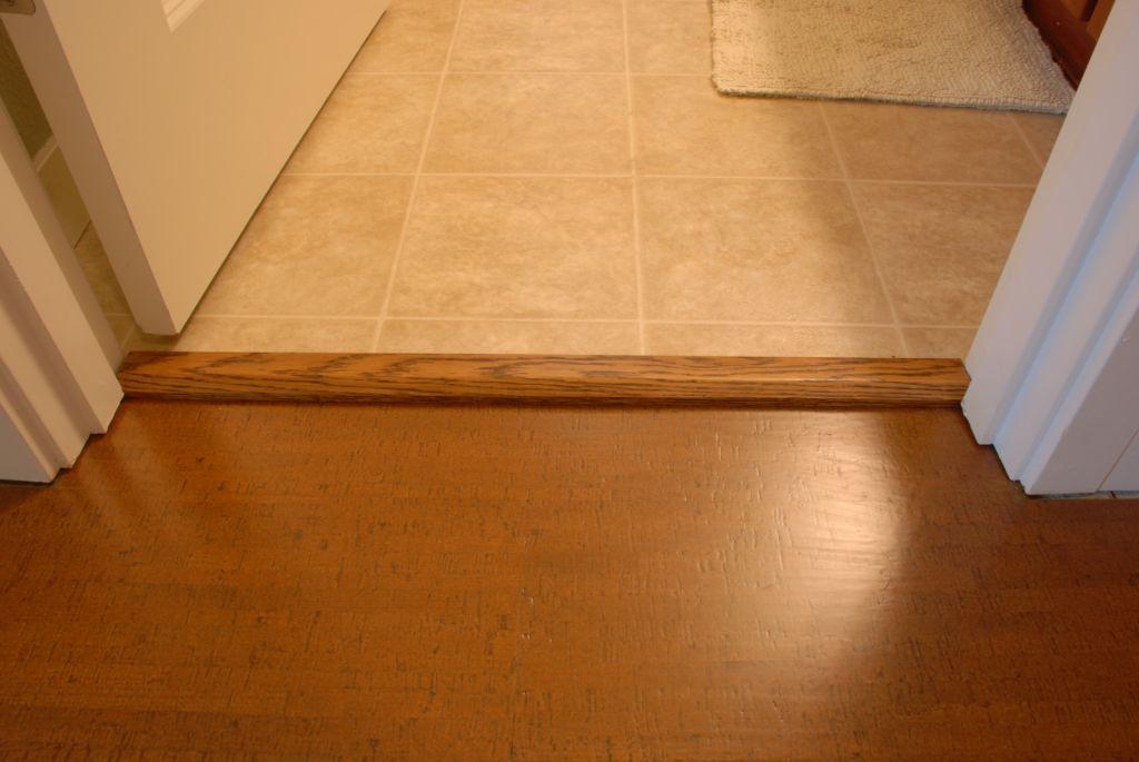 Особенностью деревянных моделей является необходимость бережного ухода и ежегодного окрашивания