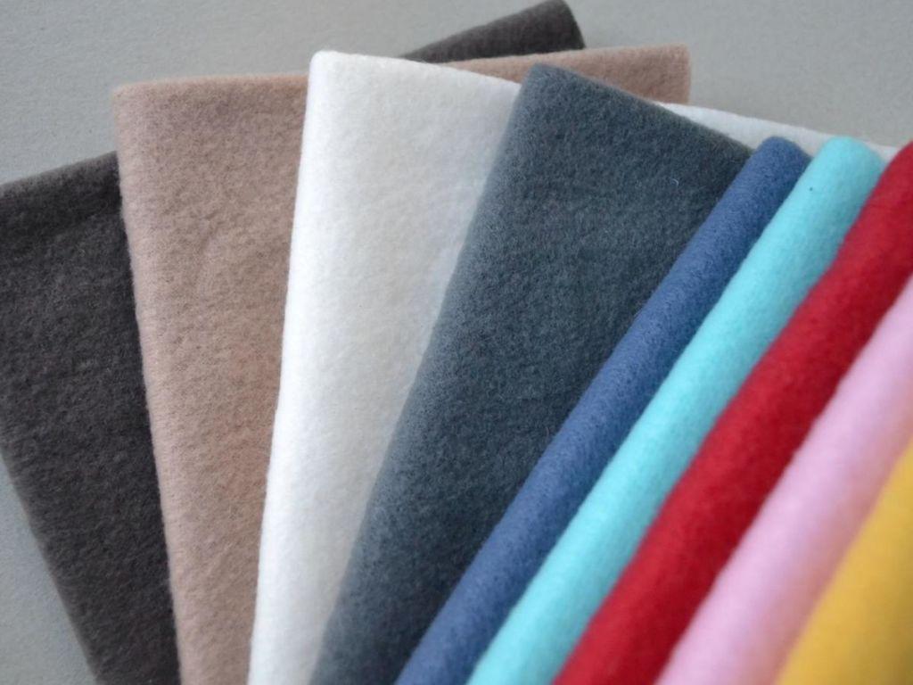 Флис является хорошим выбором ткани для детского одеяла, так как он мягкий и теплый