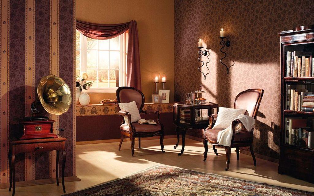 Гостиную с антикварной мебелью отлично украсит ультрамодный блеклый ковер