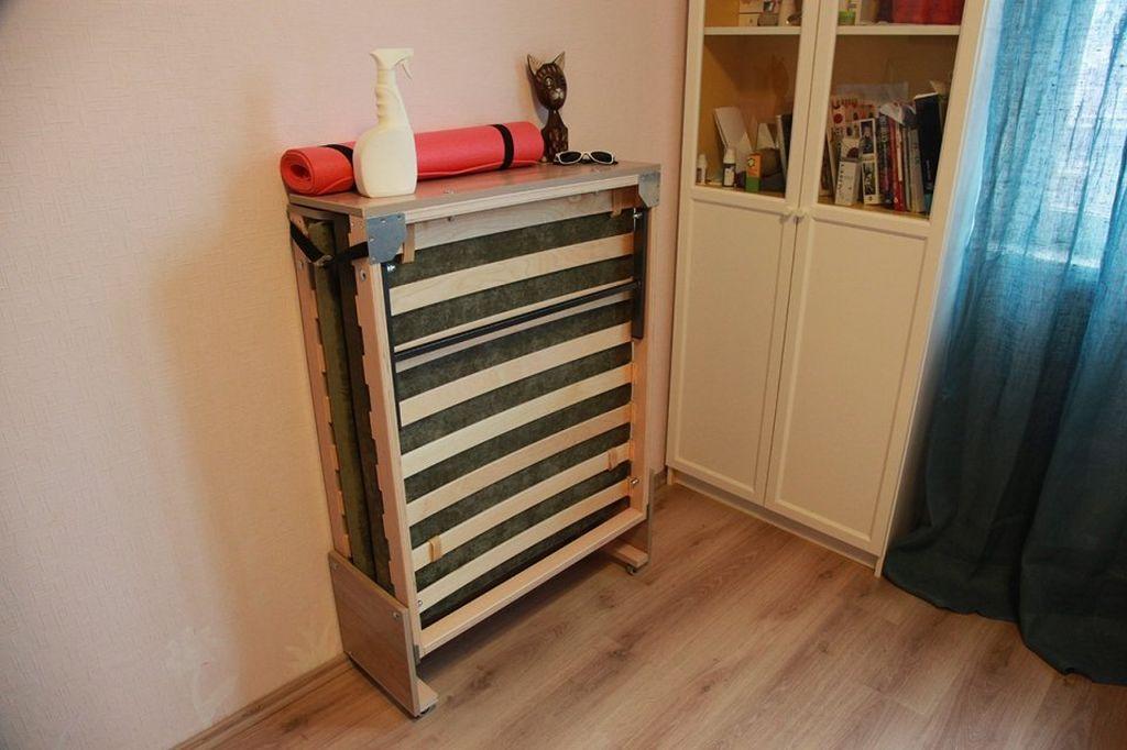 Мебель способную трансформироваться располагают у стены так, чтобы раскладывать кровать без препятствий