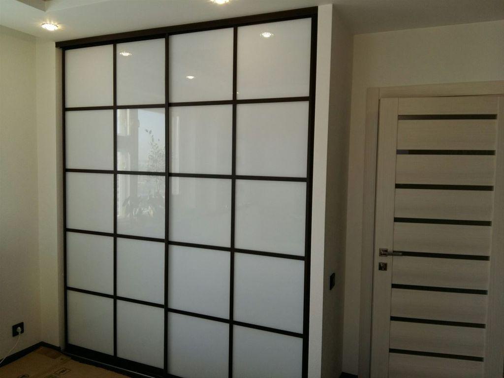 Встроенный шкаф-купе позволяет существенно сэкономить пространство