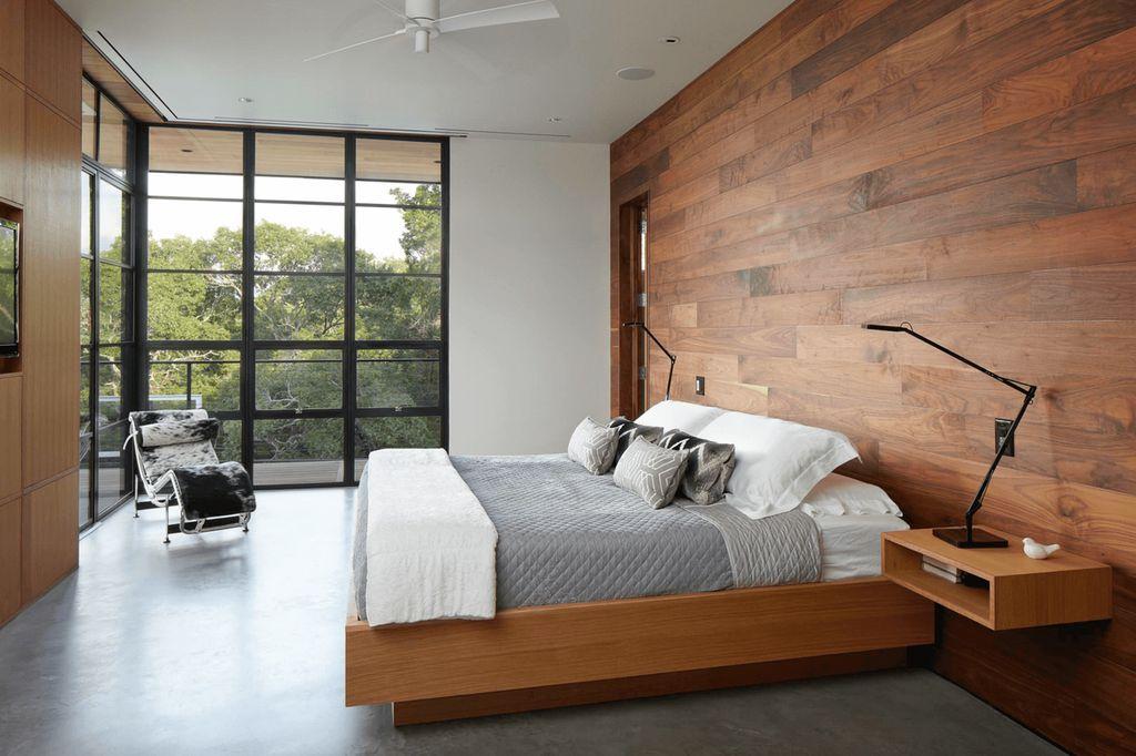 В спальне для монтажа ламинированных панелей на стены лучше использовать деревянный каркас
