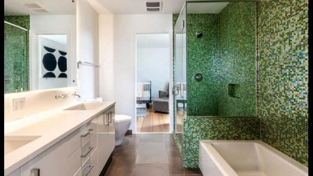Зеленая мозаика отлично гармонизирует в помещении