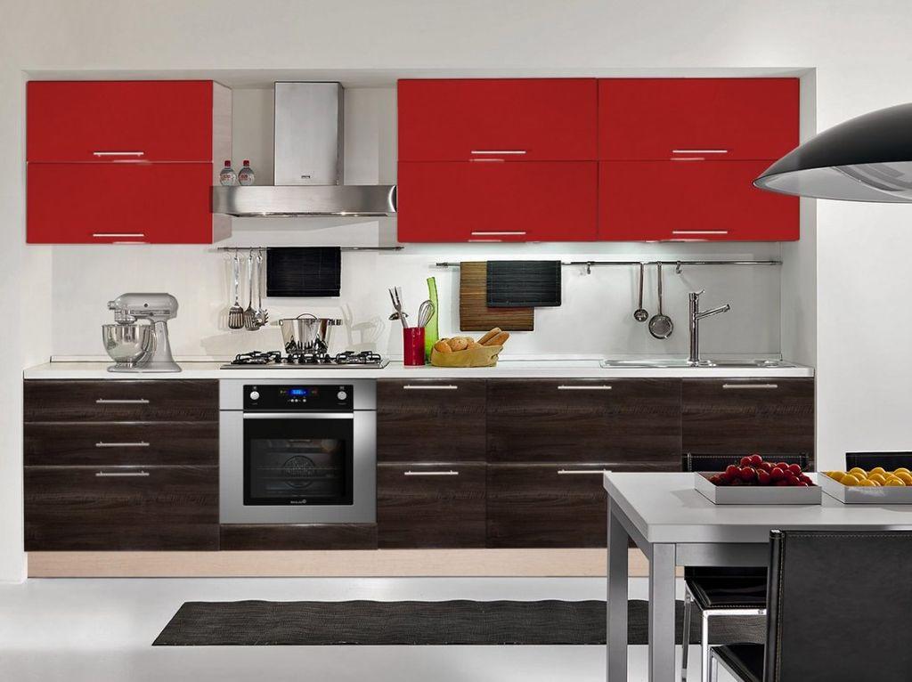 Навесные секции располагаются в верхнем ряду любой кухни