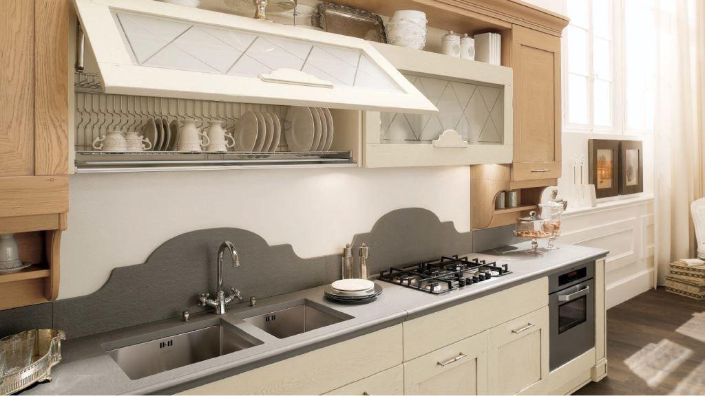 Хранение тарелок чаще всего происходит в навесной тумбе над мойкой