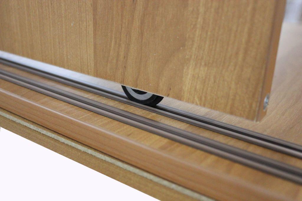 Плюсы и минусы складной двери для шкафа - как выбрать лучшие