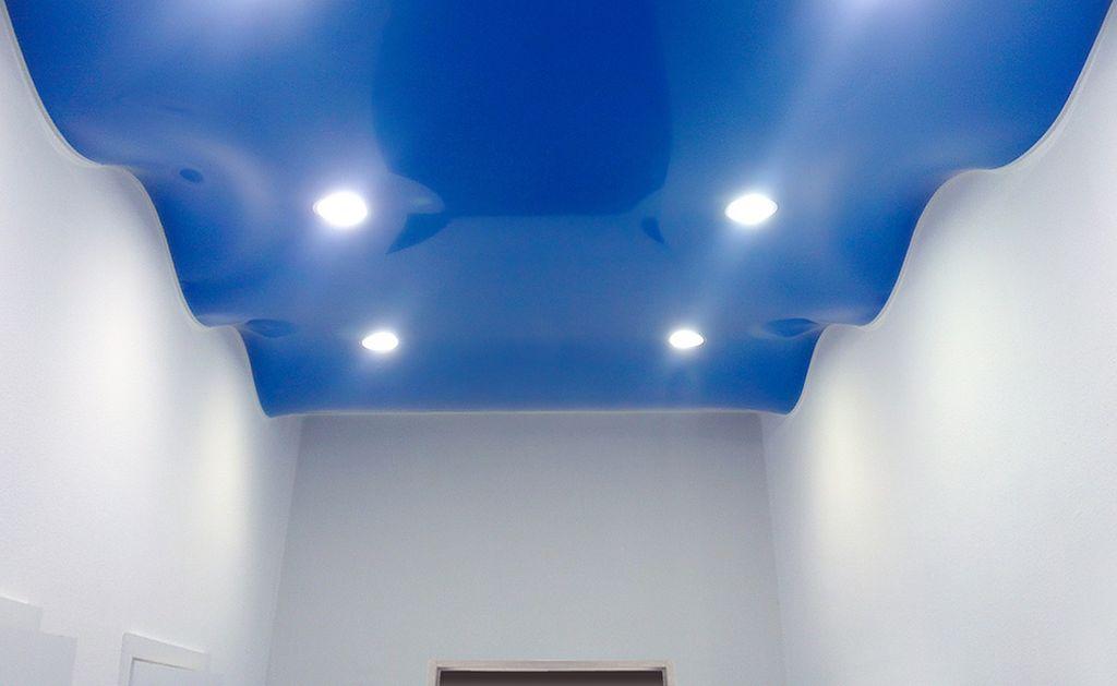 Волнистый потолок создает успокаивающую атмосферу