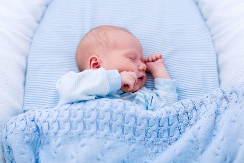 Одеяла для новорожденных являются самыми первыми покрывалами малышей
