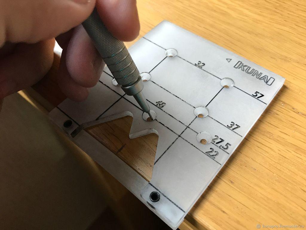 Разметку удобно делать с помощью специального устройства - кондуктора