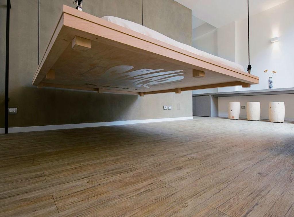 Конструкция зависает в воздухе, поэтому дизайн интерьера получается невесомым