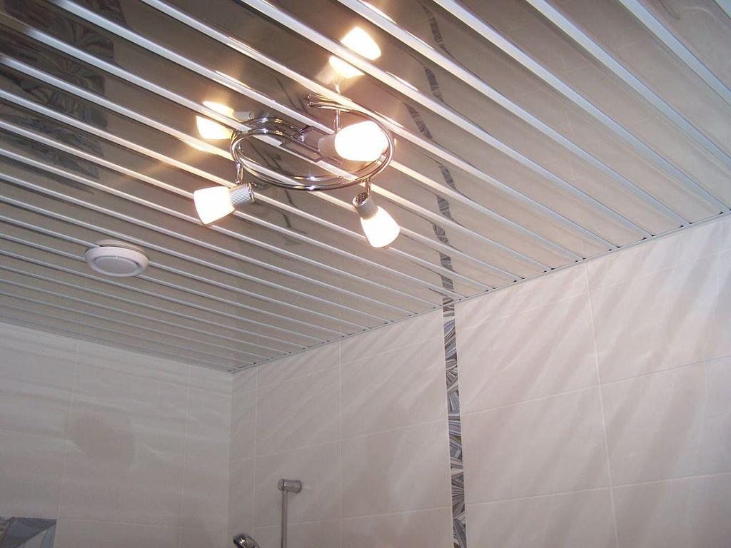 Зеркальный потолок по конструкции схож с реечным