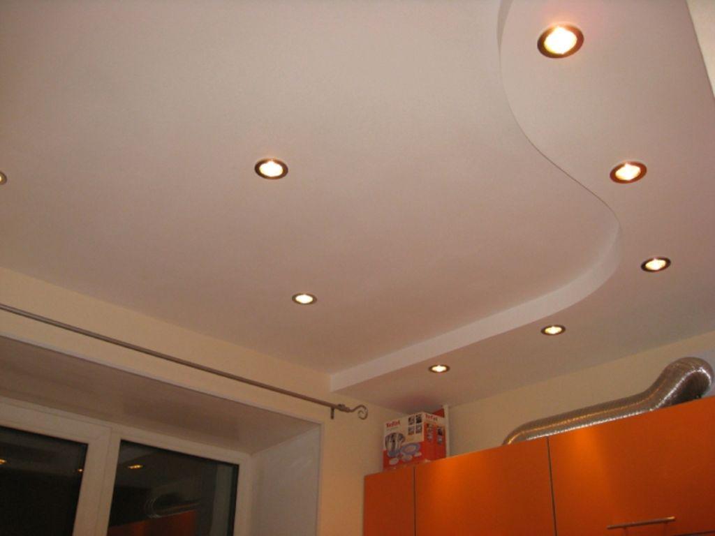 Открытый тип освещения предполагает наличие люстры или точечных светильников