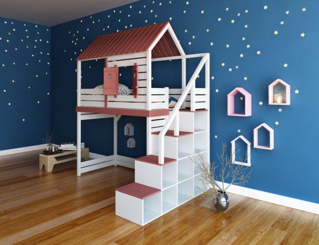 Нижний этаж домика может быть свободен или занят письменным столом и другими принадлежностями