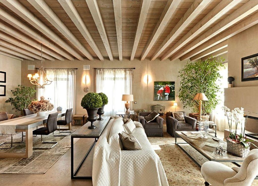 Открытые потолочные балки подчеркнут стиль