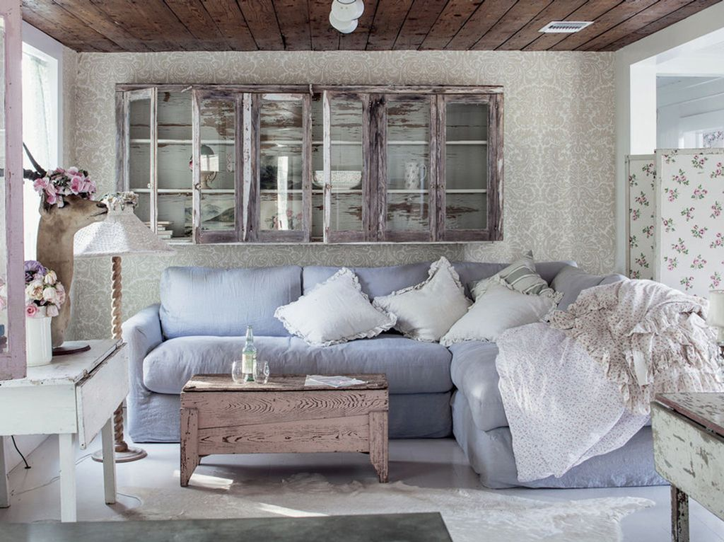 Искусственно состаренная мебель хорошо подходит к прованскому интерьеру