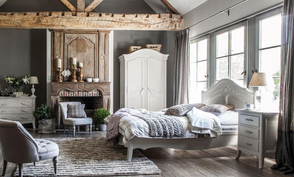 Деревянный потолок и балки будут как нельзя кстати
