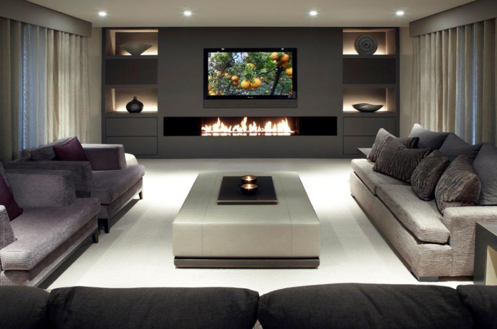 Телевизор на камином – противоречивое сочетание двух ярких акцентов