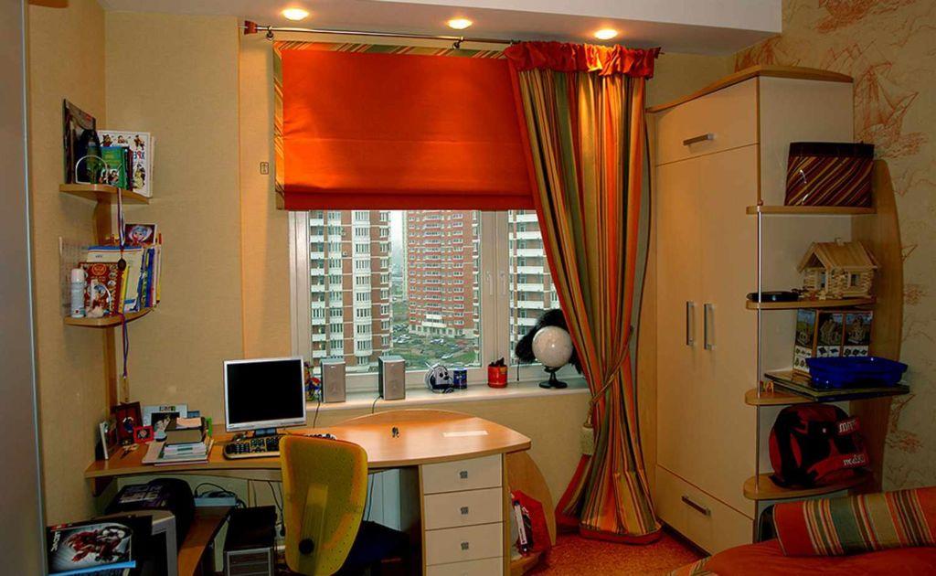 Рулонные шторы подходят как для узких, так и для широких окон