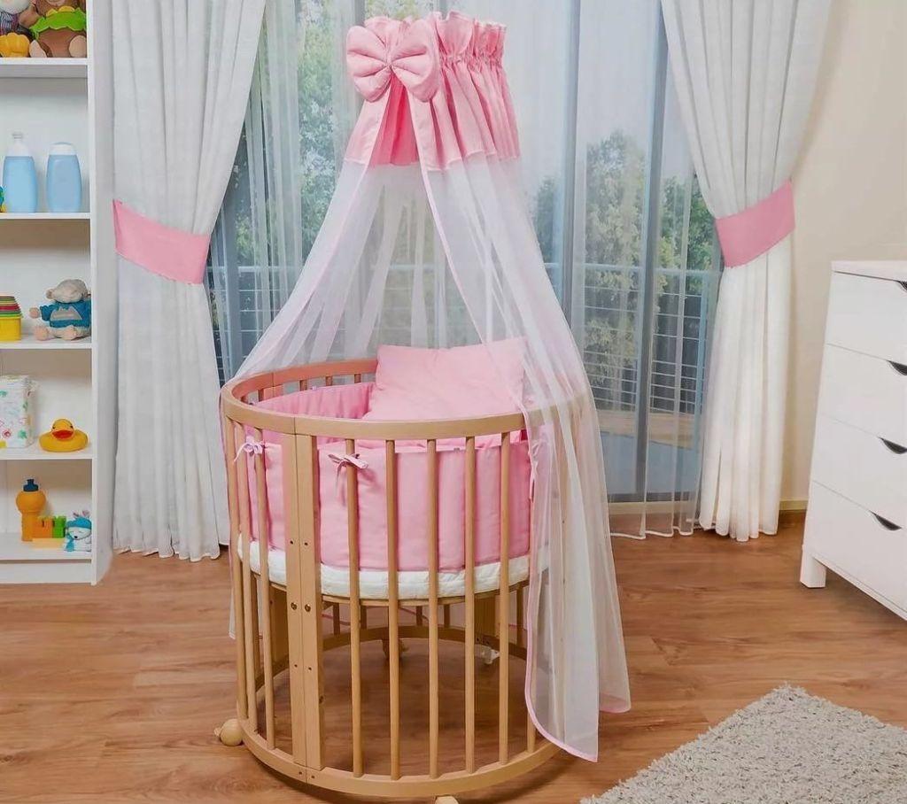 Круглая кроватка с розовым балдахином