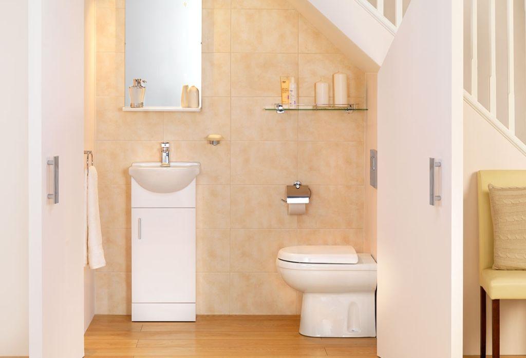 Как правильно организовать туалет под лестницей