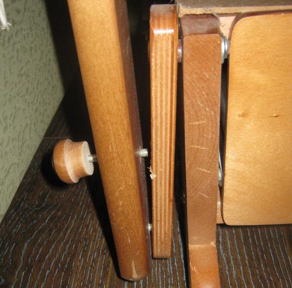 Кровать с маятником немного сложнее в сборке, но отличается только креплением опор