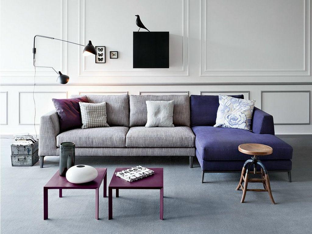 Идеальные дополнительные цвета для серого дивана – фиолетовый, лиловый, сиреневый