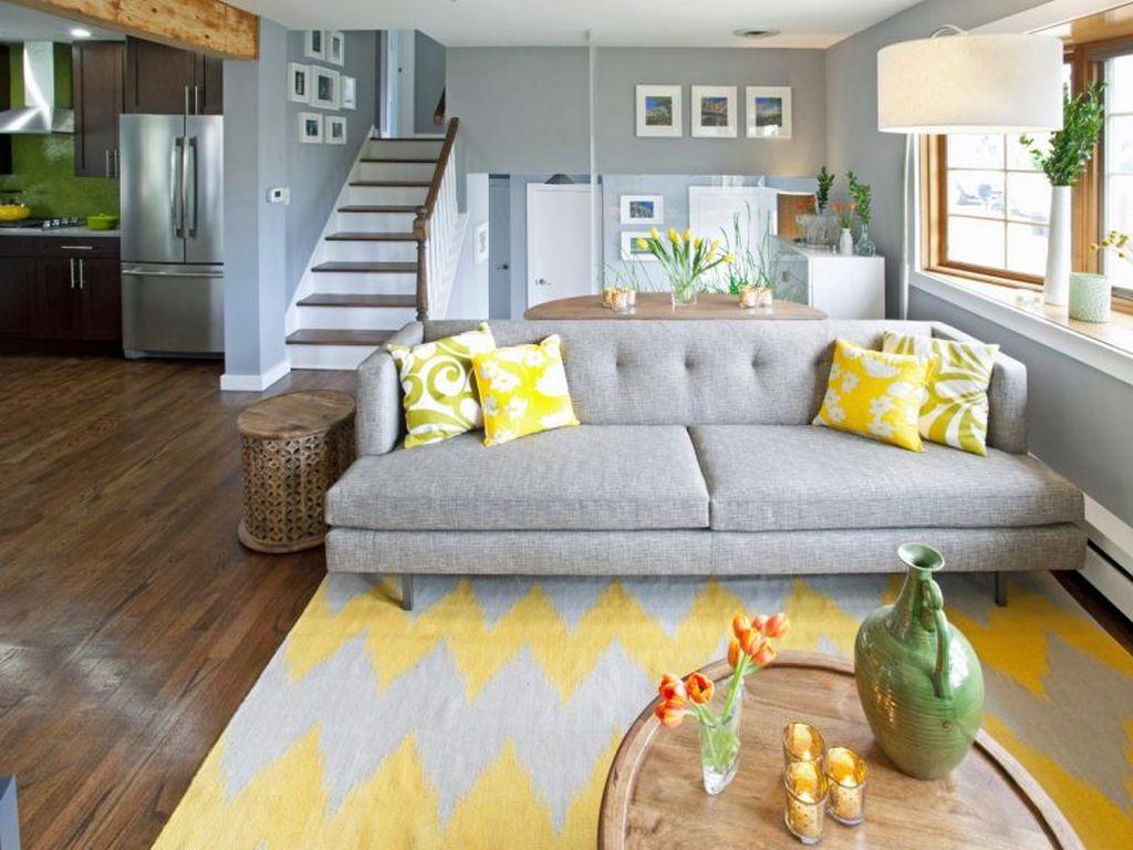 Главное при выборе дивана и оформлении комнаты – четко определиться с оттенками