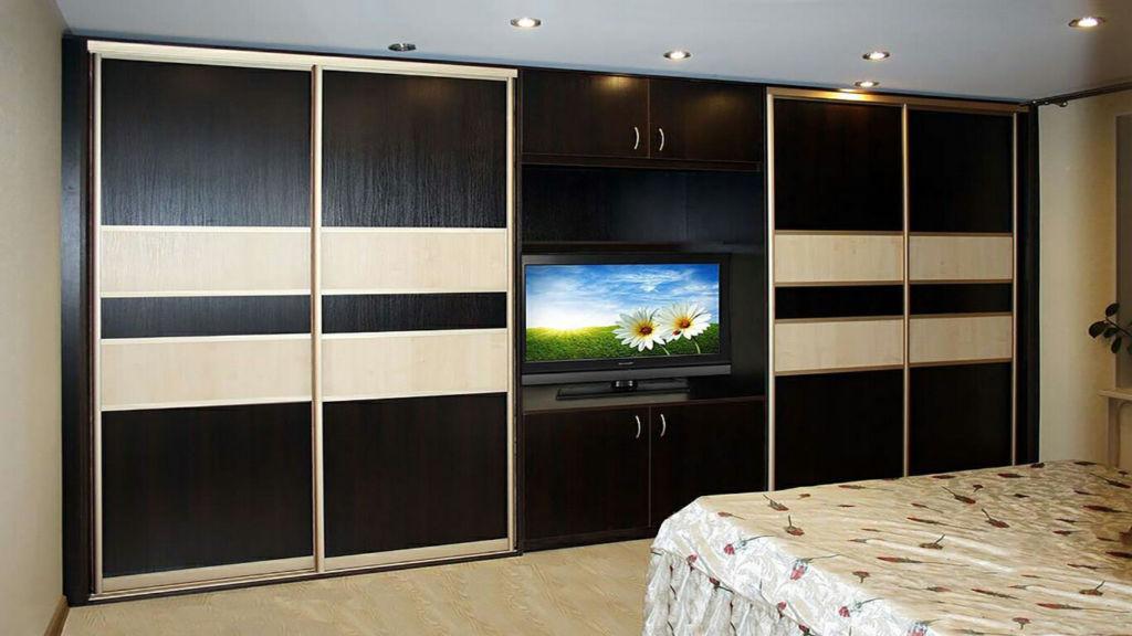 Как подобрать оптимальный шкаф-купе с телевизором для гостиной
