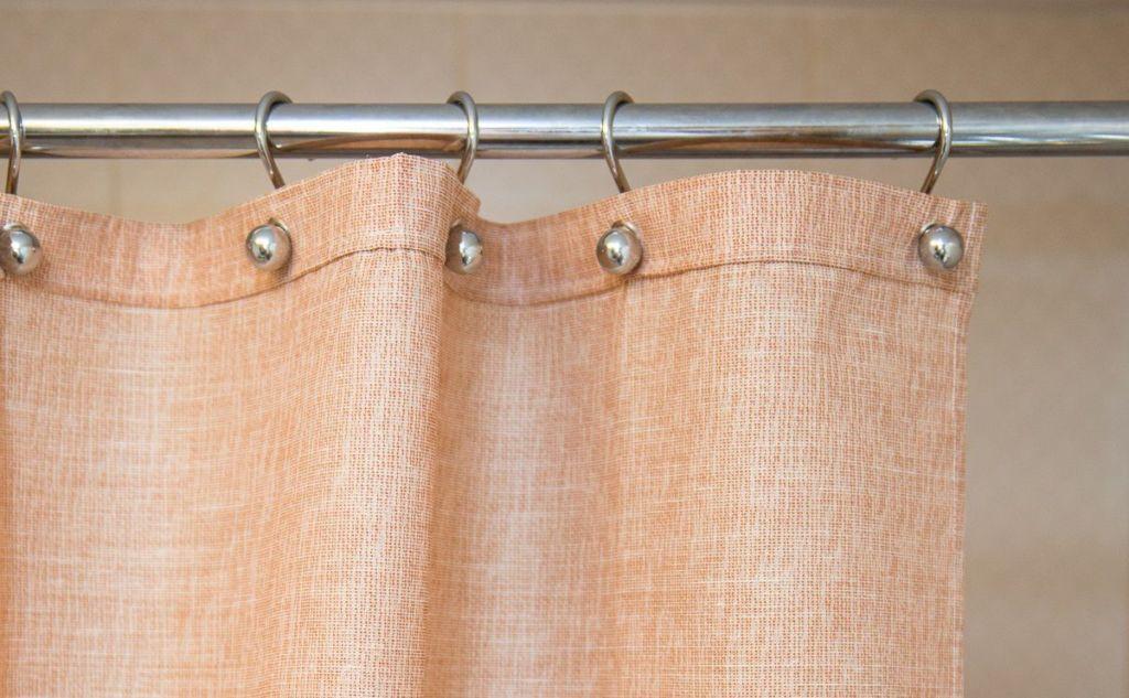 Крепление шторы металлическими петлями на карниз