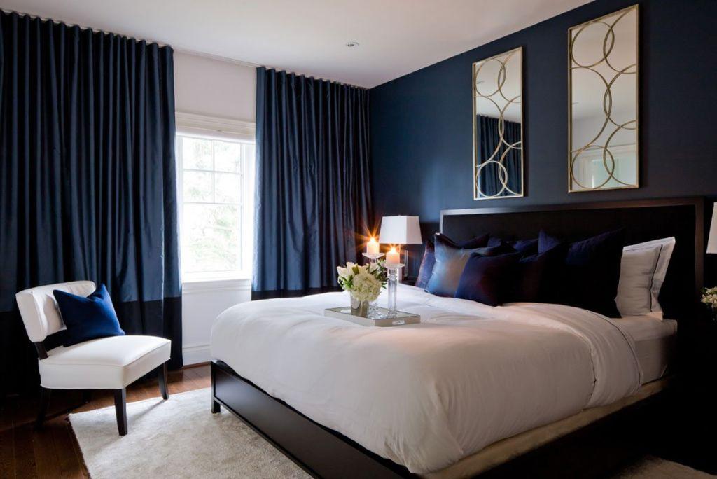 Дизайн спальни в сине - белом цвете