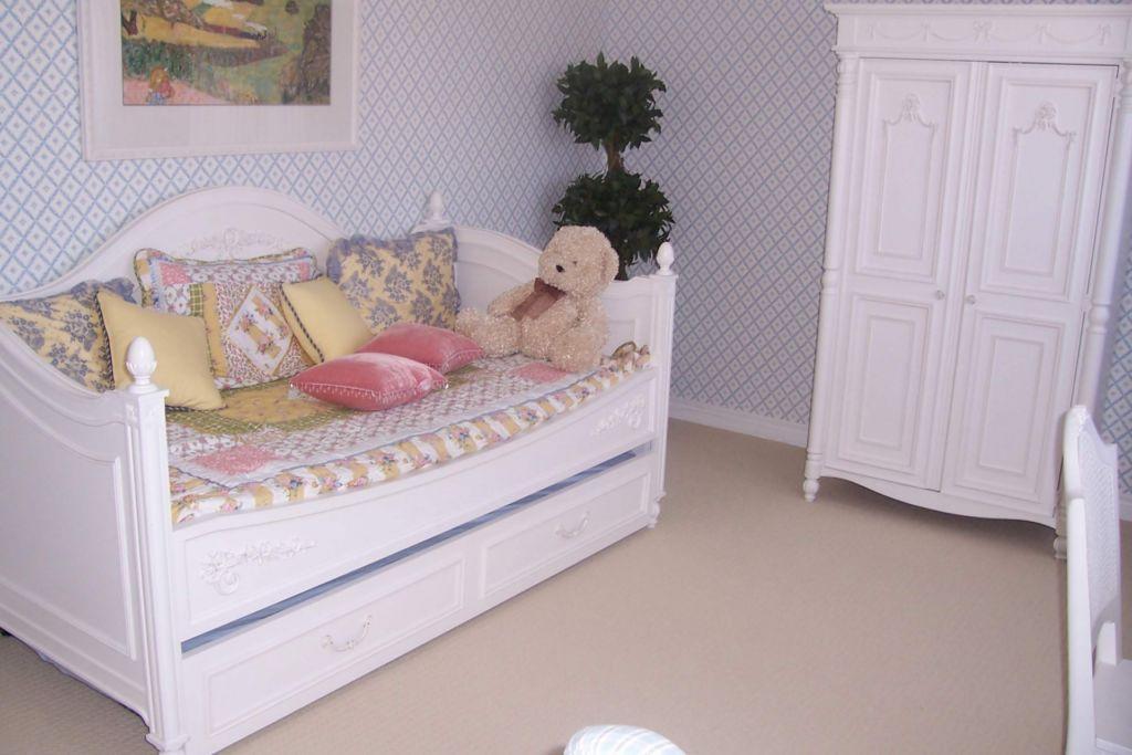 Спальня в стиле прованс лавандового цвета