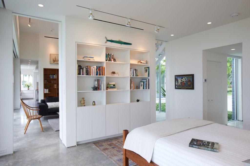 13 идей стеллажей для зонирования комнаты