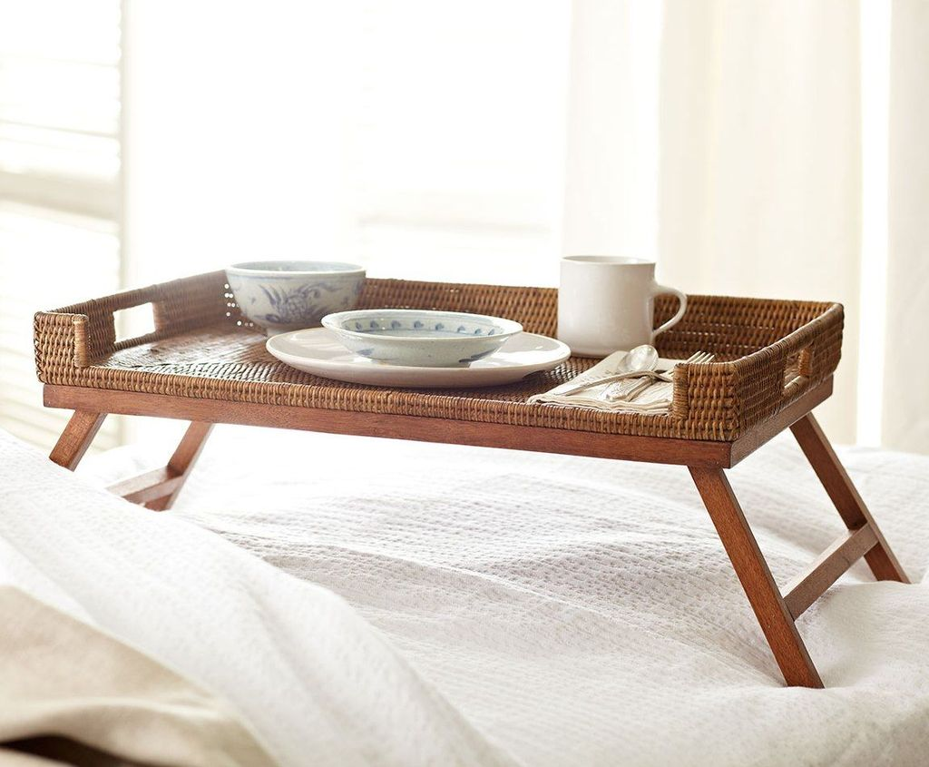 Самый распространенный вид столиков - платформа с четырьмя ножками