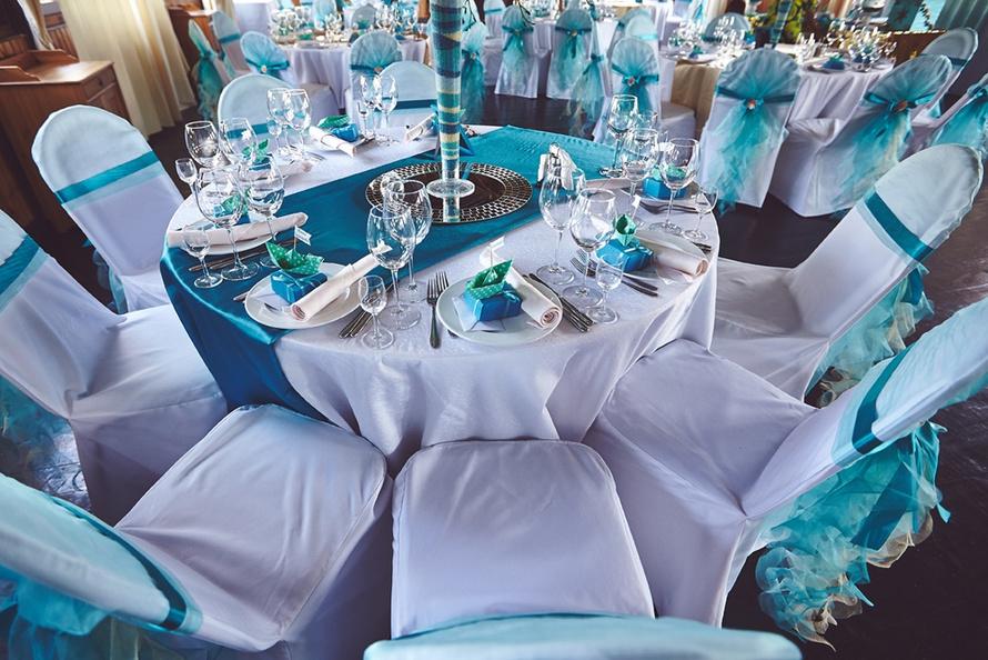 Оформление гостевых столов в средеземноморском стиле